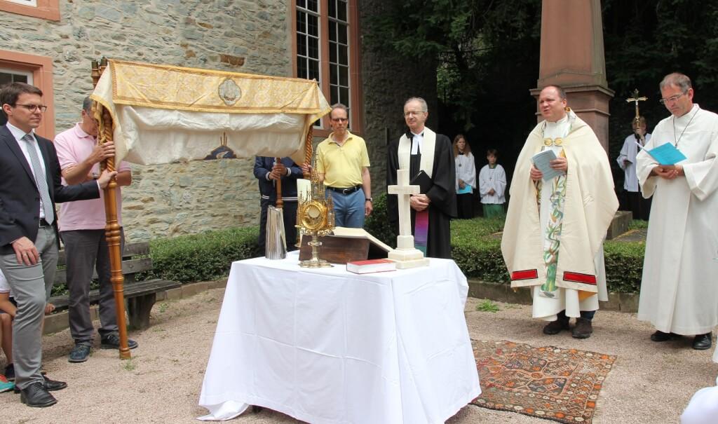An Fronleichnam macht die Prozession Station an der evangelischen Gemeinde. (Foto: St. Birgid)